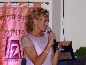 06 Giuliana Malaguti ringrazia per il premio